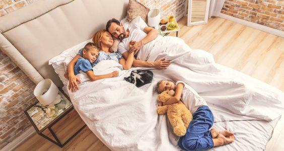 Rodina v jedné posteli