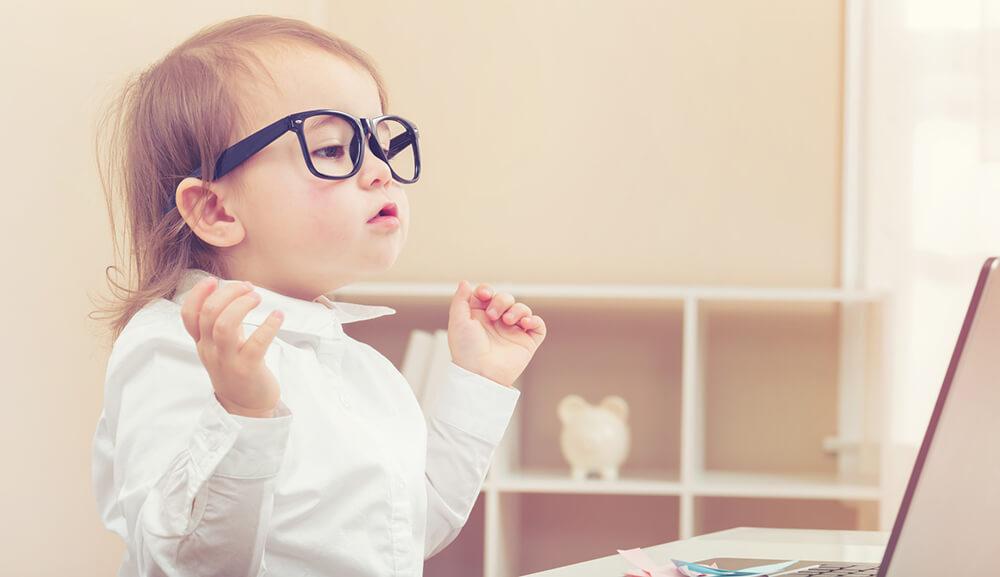 Miminko s brýlemi