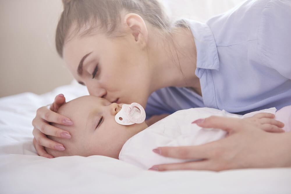 Spící miminko s maminkou