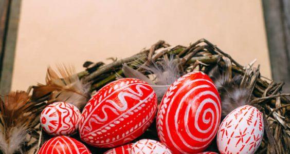 Víte, k čemu se používá o Velikonocích hrkačka? 2