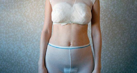 Co očekávat po porodu žena s kalhotkami a vložkou