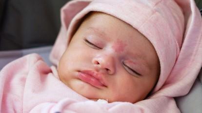 Pohled na vašeho novorozence aneb co je normální