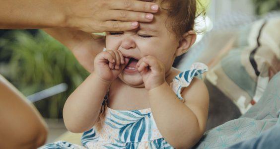 Plačící dítě s teplotou